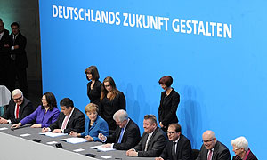 Unterzeichnung des Koalitionsvertrages zwischen der CDU/CSU und SPD am 16. Dezember 2013 im Paul-Löbe-Haus des Deutschen Bundestages