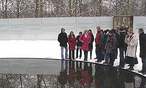 Besuch des Denkmals für die im Nationalsozialismus ermordeten Sinti und Roma Europas