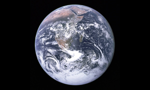 """""""Die Verfassung der gegenwärtigen internationalen Ordnung lässt mit der Lage des globalen Ökosystems vergleichen, das ebenfalls auf einen Zusammenbruch zuzusteuern scheint."""" (Hanns W. Maull)"""