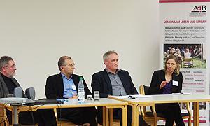 Podiumsdiskussion während der Tagung: Reinhard Weil, Friedrich-Ebert-Stiftung; Falko von Ameln, ArtSet; Boris Brokmeier, AdB; Nadine Balzter, Hochschule Darmstadt