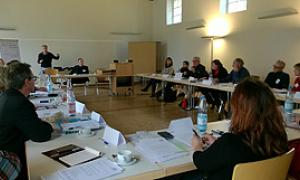 Die Kommission Verwaltung und Finanzen bei ihrer konstituierenden Sitzung