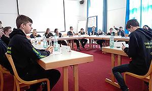 Die Teilnehmenden bei der Durchführung des Planspiels