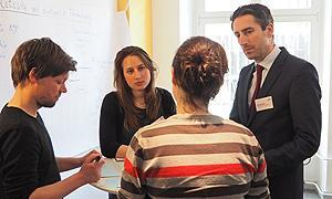 """Reger Austausch bei der Fortbildung """"Von AdB bis Z. Politische Bildung – Geschichte, Themen, Akteure, Förderung"""""""