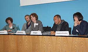 Podiumsdiskussion während der Tagung (v.l.n.r.): Astrid Messerschmidt, Roland Wylezol, Ina Bielenberg, Thomas Krüger, Melanie Piepenschneider