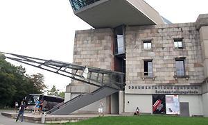AdB-Kommission Erwachsenenbildung besucht das ehemalige Reichsparteitagsgelände in Nürnberg mit dem angeschlossenen Dokumentationszentrum.