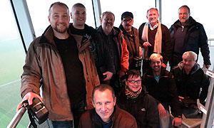 Die Teilnehmenden der Tagung auf dem Turm einer Windenergieanlage