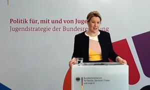 """Bundesjugendministerin Franziska Giffey bei der Eröffnung der """"Akademie für Kinder- und Jugendparlamente"""" am 16.04.2021"""