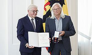 AdB-Vorsitzender erhält aus den Händen des Bundespräsidenten Frank-Walter Steinmeier den Verdienstorden der Bundesrepublik Deutschland