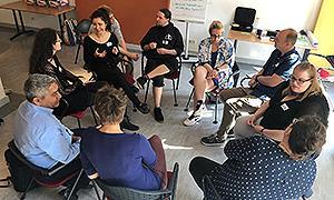 Teilnehmende in der Berliner Toolbox-Schulung beim Interview Circle