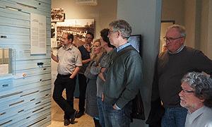 Mitglieder der AdB-Fachkommission Erwachsenenbildung im Museum Friedland