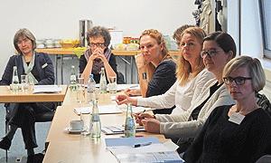 Interessierte Zuhörerinnen bei der AdB-Fortbildung zur Öffentlichkeitsarbeit in Bonn