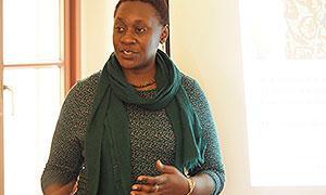 Professorin Dr. Maisha Auma während ihres Vortrags